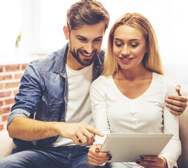 happy-couple-with-gadget-FR33W48.jpg